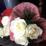 Bouquet di rose con portabouquet. a domicilio con cosaporto.