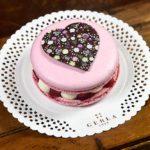 Torta-macaron_di-San-Valentino di gerla a domicilio con cosaporto