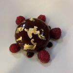 i-dolci-di-al-pont-de-ferr-semisfera-cioccolato-caffè-lamponi-consegna-domicilio-cosaporto